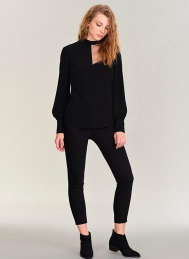 People By Fabrika Omuz Detaylı Bluz Siyah